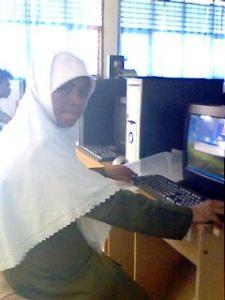 Ibu Tiwuk Mariana, S.T. sebagai pengawas Instalasi Sistem Operasi Jaringan